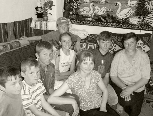 """Adelina hat im Waisenhaus von """"Kinder in Not"""", mit weiteren sechs Geschwistern, ihr Zuhause gefunden"""