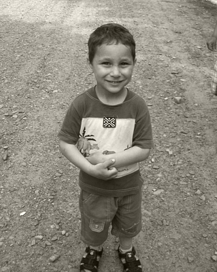 Luis Cosmin, lebt zur Zeit in einer Pflegefamilie in Pomirla